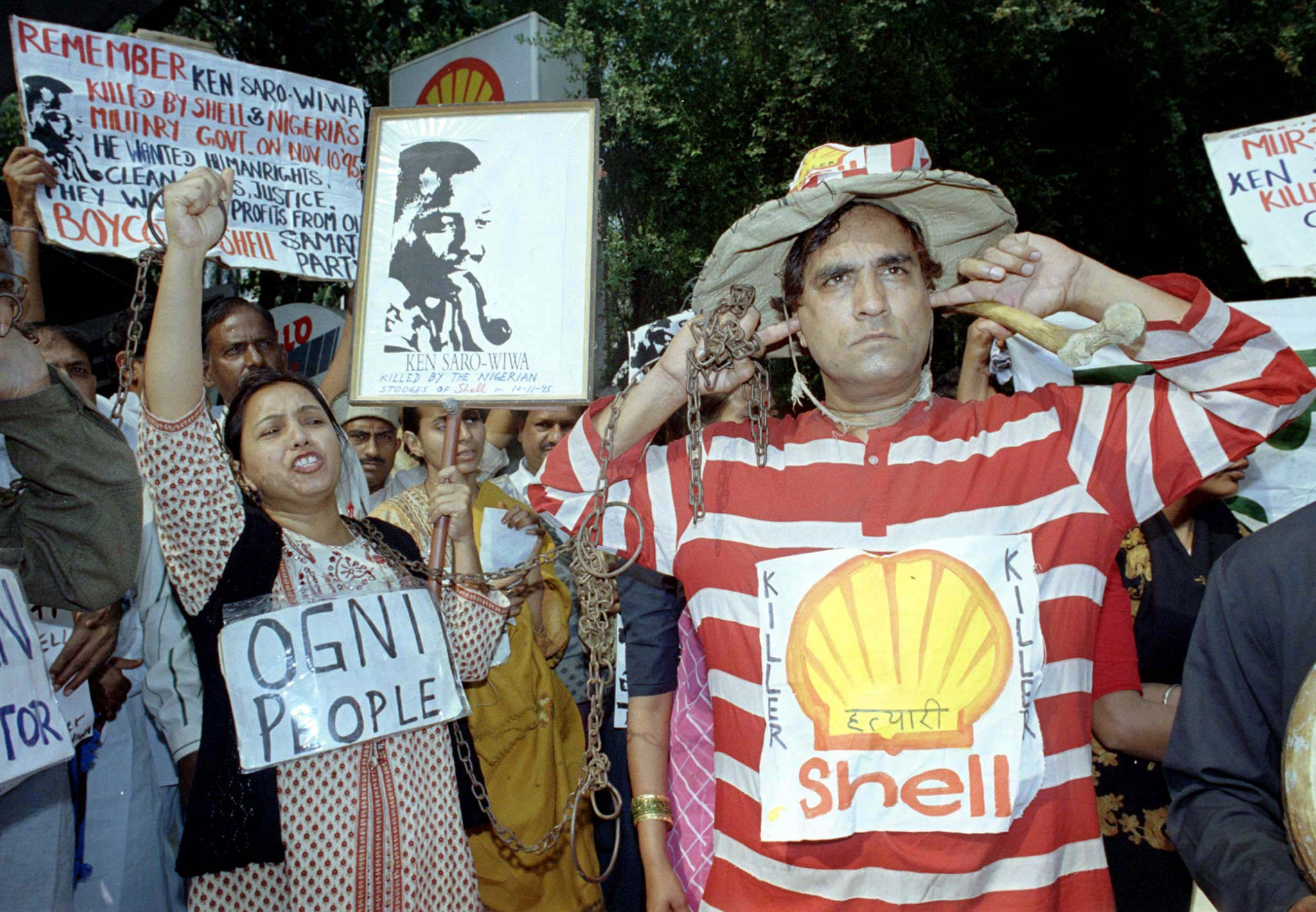 ACTIVISTS RAISE SLOGANS IN NEW DELHI Activists chant slogans against the Anglo-Dutch oil firm Royal/Dutch Shell in New Delhi November 10 during a protest march to commemorate the second anniversary of the death of Nigerian environmental campaigner Ken Saro-wiwa. The activist, who was leading a protest against Shell, was hanged along with eight of his Ogoni tribe activists by Nigeria's military police on November 10, 1995. The activists accuse Shell of not helping villagers near its oilfields and say it should have put pressure on the governnment to stop their execution. INDIA NETHERLANDS