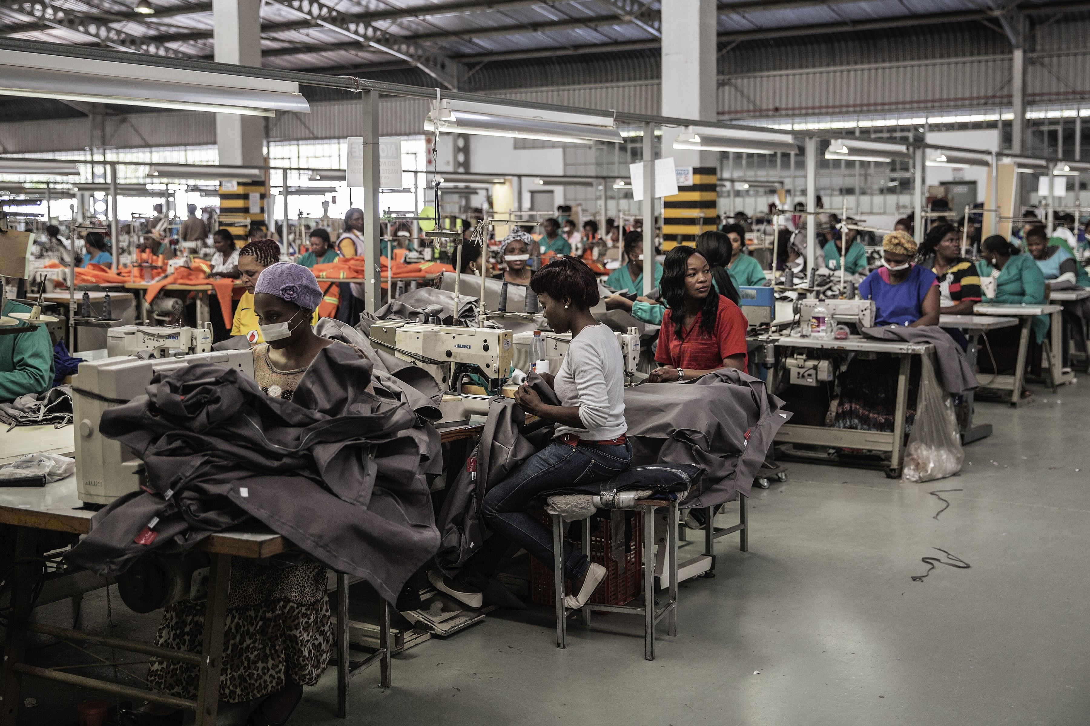 Une usine de textiles au Eswatini (ex-Swaziland), septembre 2015.