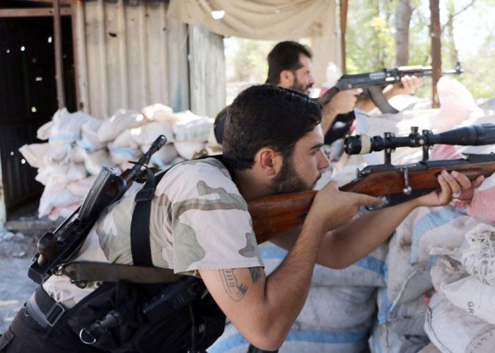 Des combattants du groupe armé Nour al Dine Zinki, près d'Alep, septembre 2014.