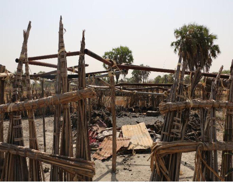 Maison brûlée par les forces gouvernementales et pro-gouvernementales à Gandor payam, comté de Leer, 08/02/2016