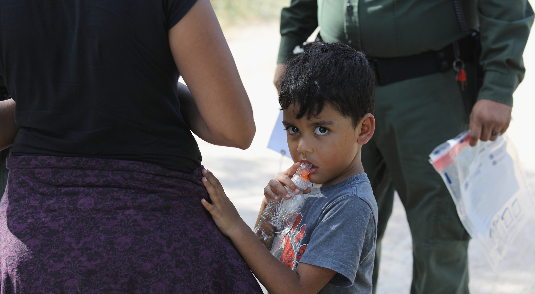 immigration agents take child from mom - HD1536×768